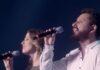 """Leonardo Gonçalves canta a música """"Brilha por Ti"""" com o grupo Novo Tom"""