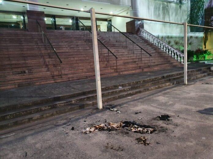 Tempo da Igreja Universal em Vitória (ES) atingido por coquetéis molotov