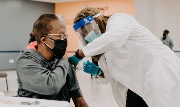 A Impact Church, em Jacksonville (Flórida), ofereceu vacinas contra a Covid-19 (Foto: Reprodução/ Facebook).