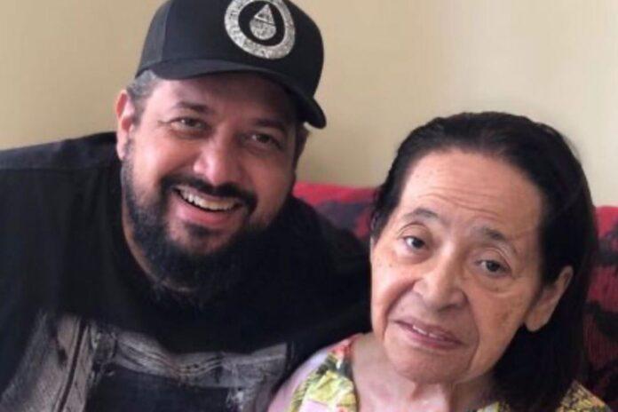 O cantor Fernandinho com sua mãe, Dona Iracy ( Foto: Reprodução)