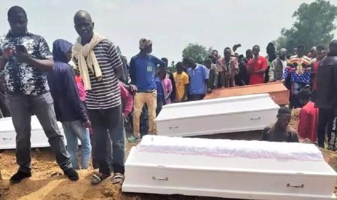 Funeral dos cristãos mortos pelos Fulanis, na Nigéria (Foto: Reprodução/Facebook)