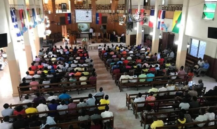 A Primeira Igreja Batista, em Porto Príncipe, foi atacada durante culto dominical. (Foto: Elijah Brown/BWA)