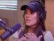 Isadora Pompeo durante entrevista para o Positivamente Podcast, com Karina Bacchi.