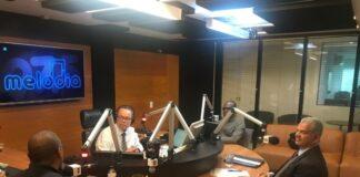 Dr. Gilberto Garcia no Estúdio da Rádio Melodia.