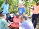 Guiados por Deus, um grupo de adolescentes evangelizou a mulher. (Foto: YouTube/Reprodução).
