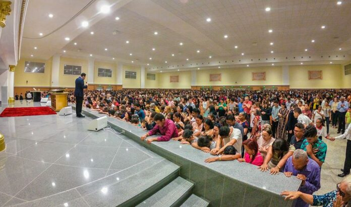 Culto em um templo da Igreja Universal