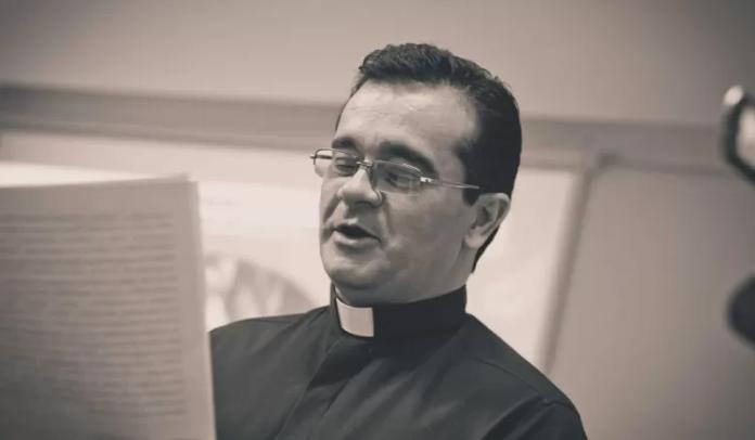 Padre Ernani Maia dos Reis, suspeito de assediar e violentar sexualmente oito monges em Minas Gerais.